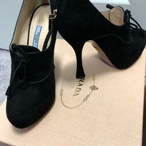 Prada shoes size 37.5